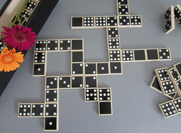 The Draw Game dominoes